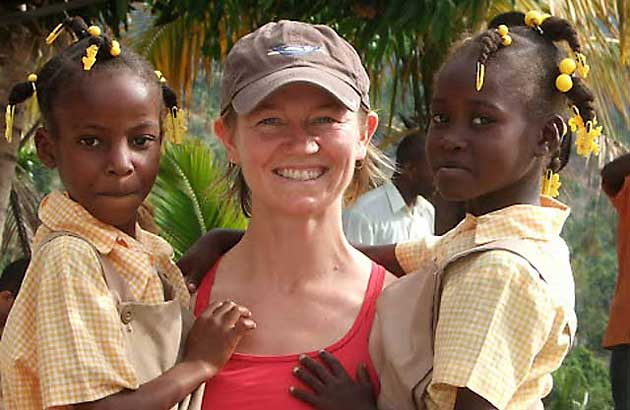 Dr.-Tiffany-Keenan-with-children-in-Haiti